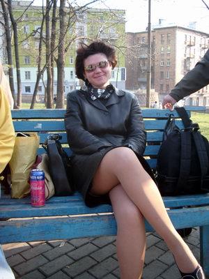 Фото женщины на лавке нога на ногу фото 567-270